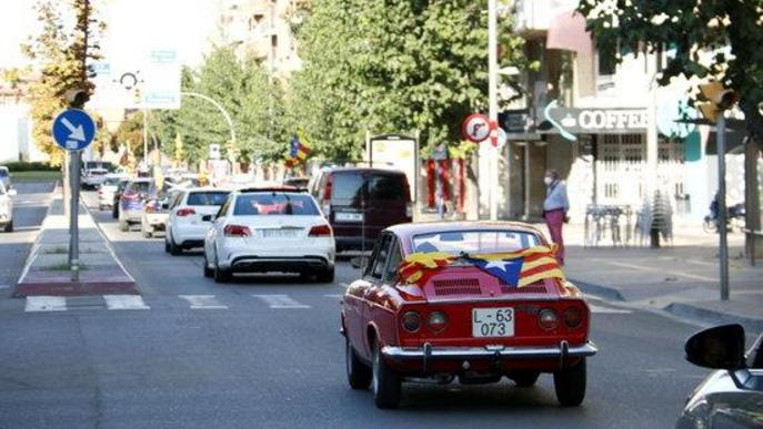 ⏯️ Més de 250 cotxes recorren els carrers de Lleida amb motiu de la Diada
