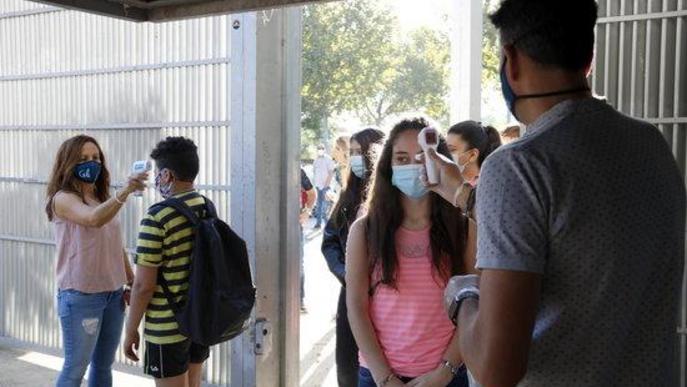 """⏯️ Arrenca el curs escolar a Lleida """"amb moltes ganes"""", entrades esglaonades, termòmetres i gel hidroalcohòlic"""