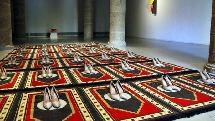 Pla general on es pot veure l'obra 'Silence Bleu' de Zoulikha Bouabdellah, a la mostra 'Censored' de Tatxo Benet, a la Panera de Lleida,
