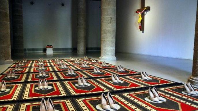 Pla general on es pot veure l'obra 'Silence Bleu' de Zoulikha Bouabdellah, a la mostra 'Censored' de Tatxo Benet