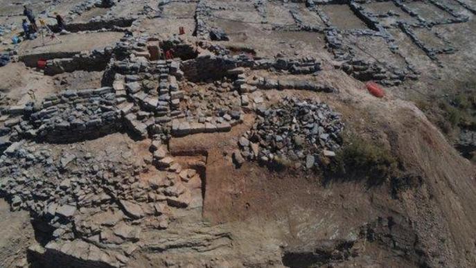 Vista aèria de les excavacions al poblat iber de Gebut, a Soses