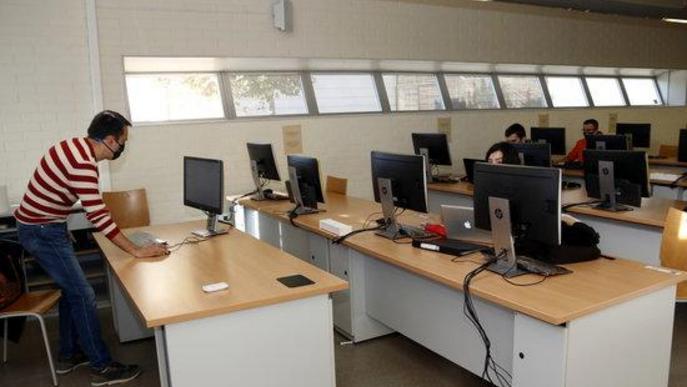 Sala informàtica alumnes temps Covid. Arxiu