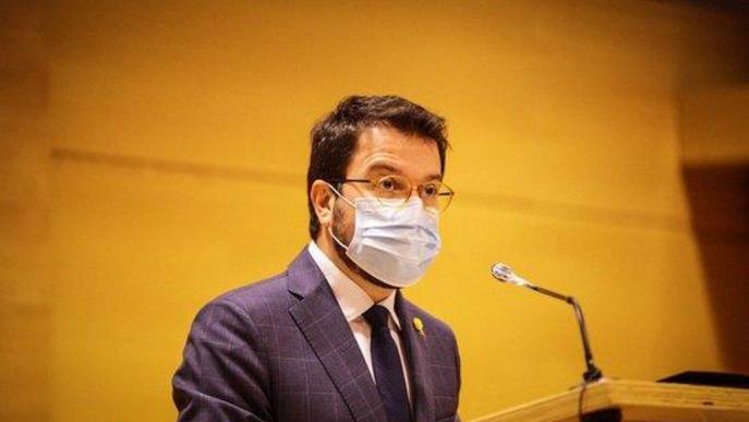 Pla mitjà del vicepresident amb funcions de president, Pere Aragonès, a la Diputació de Lleida