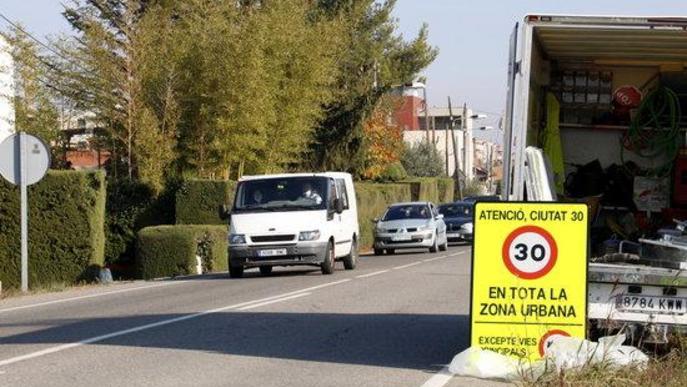 Comencen a col·locar els senyals per limitar la velocitat a 30 km/h a gairebé tots els carrers de Lleida