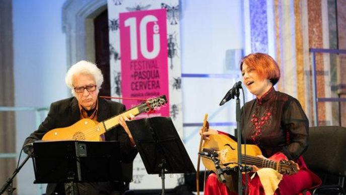 Pla mig de Maria Altadill i Felipe Sánchez durant el concert d''El manuscrit de Cervera' que ha inaugurat la desena edició del Festival de Pasqua