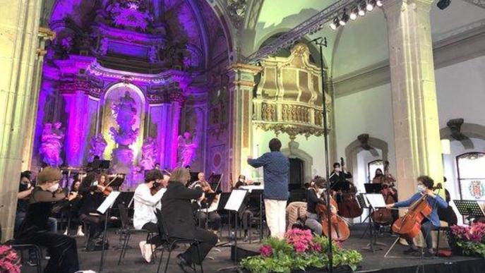 Assaig del concert orquestral que commemora el centenari de la fundació de l'Orquestra Pau Casals i que inaugura oficialment el Festival de Pasqua de Cervera