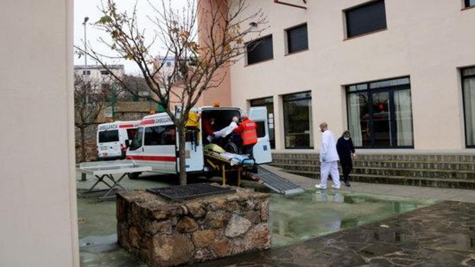 Pla general del trasllat de pacients de l'Hospital del Pallars a l'alberg de Tremp el 7 de desembre del 2020