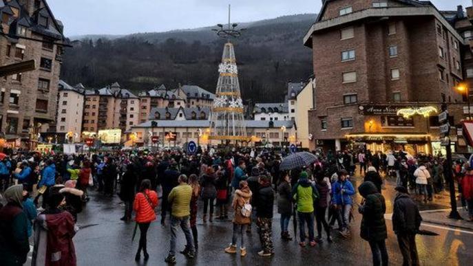 ⏯️ Tallen el trànsit a Vielha per reclamar mesures per l'hoteleria