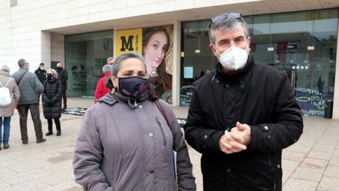 Pla mitjà del director del Museu de Lleida, Josep Giralt, amb la portaveu de la Plataforma d'Entitats Culturals de Lleida