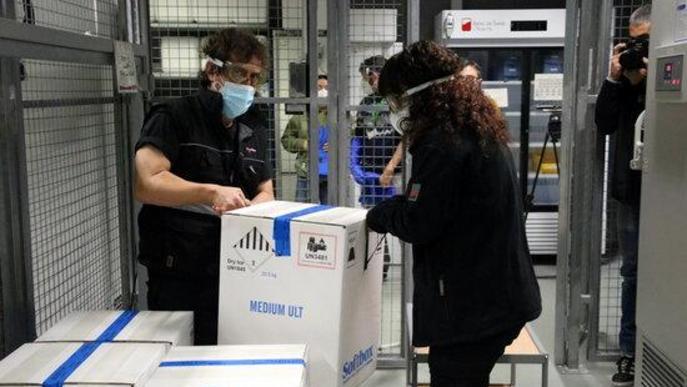 ⏯️ Així arriben les vacunes contra la covid-19: en caixes especials i ultracongelades a -80 graus