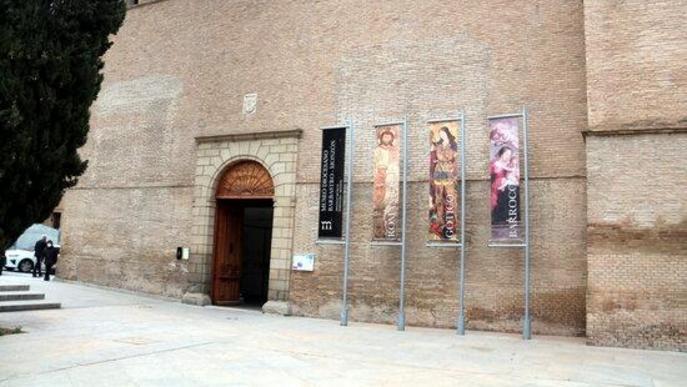 Pla generl de la façana del Museu Diocesà de Barbastre