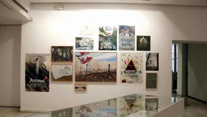 Pla obert d'algunes de les il·lustracions de l'exposició 'Carles Porta. La casa infinita' al Museu Morera