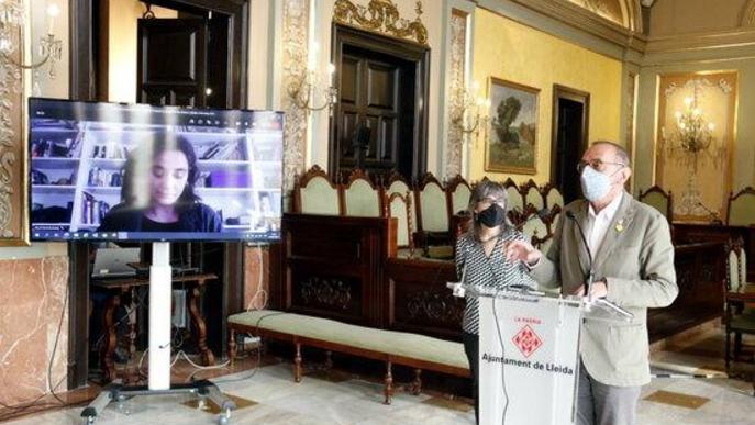 Pla general de l'alcalde de Lleida, Miquel Pueyo, i la regidora d'Educació, Cooperació, Drets Civils i Feminismes, Sandra Castro, presentant un estudi sobre l'estat de les dones a Lleida