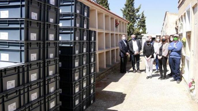 Enterren a Soleràs les restes de les 137 persones recuperades en una fossa comú del municipi