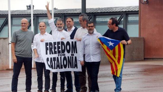 Surten de les presons els nou líders independentistes després de la concessió dels indults