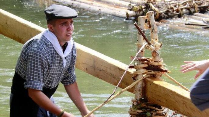 La Pobla de Segur torna a rememorar l'antic transport fluvial de la fusta