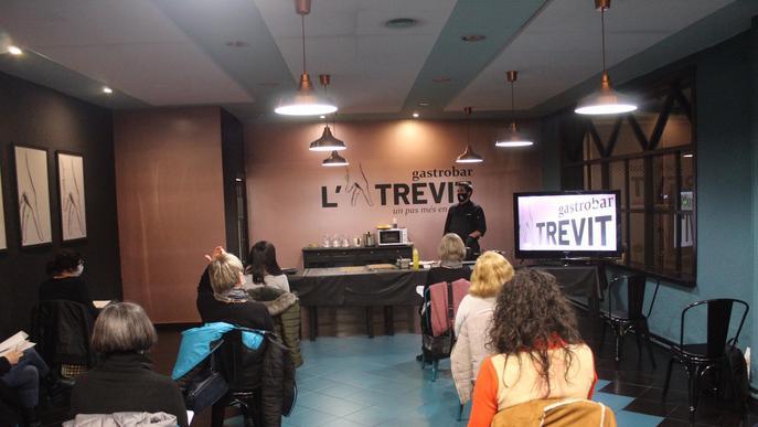 El restaurant L'Atrevit de Fondarella va acollir aquest dijous, dia 3 de desembre, un taller de cuina de tardor impartit pel seu xef Jesús Gimena.  Els assistents van seguir en directe les receptes d'elaboracions com la Coca de pasta filo amb tonyina esca
