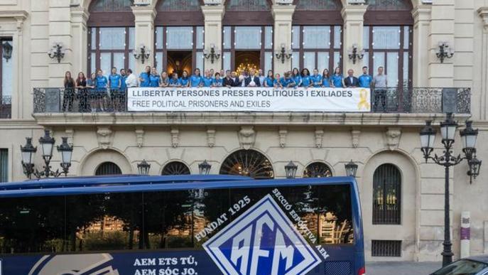 Homenatge de la Paeria a l'AEM femení pel seu ascens a Segona