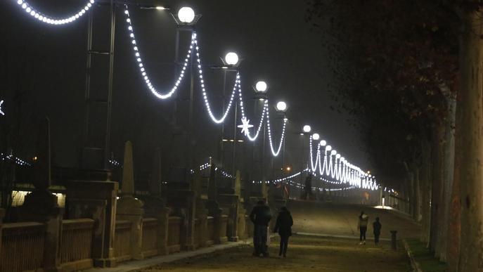 La Peria inicia la instal·lació dels llums de Nadal al Pont de Pardinyes