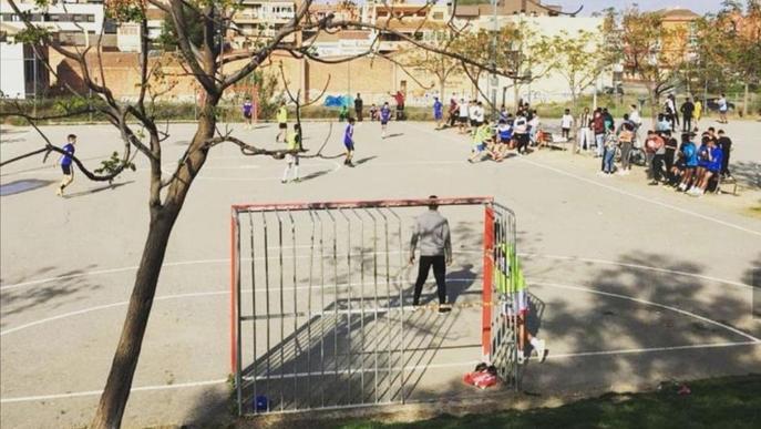 Noranta joves participen en un torneig de futbol en pistes de Balàfia i Pardinyes