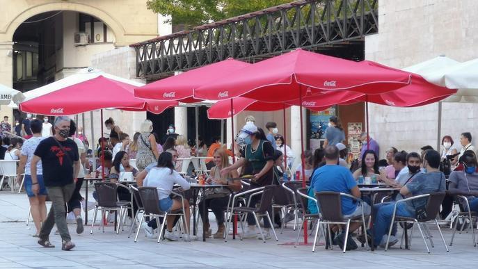 Entra en vigor la prohibició de fer reunions socials de més de sis persones