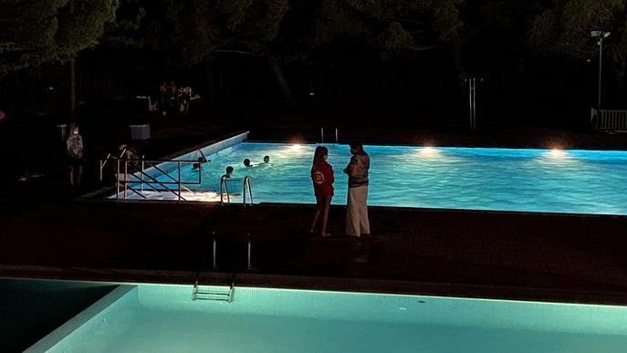 Nit de música a la fresca i bany nocturn a Castelldans