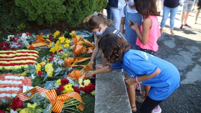 Ofrena floral a Bellpuig en el Dia Nacional de Catalunya