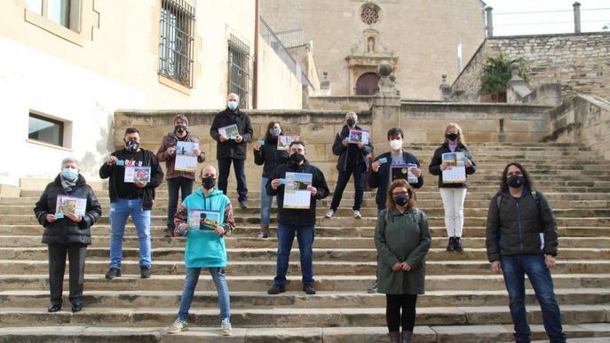 Bellpuig premia als guanyadors de les fotografies del calendari 2021 amb targetes moneder