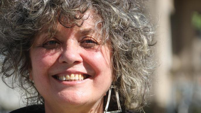 """Lola Miquel: """"Fins i tot la poesia corrosiva és metamorfosi de la realitat, alquímia amb paraules"""""""