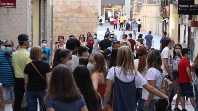 Arxiu gent passejant passeig Eix Comercial aglomeracions Botigues tendes desconfinament desescalada