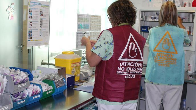 L'Arnau de Vilanova estrena armilles 'antiinterrupcions' per evitar errors durant la preparació de la medicació