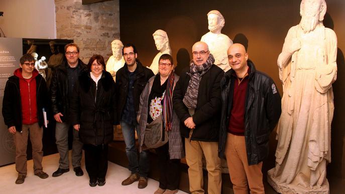 lalcaldessa_de_tarrega_i_el_regidor_densenyament_amb_lequip_directiu_del_museu_comarcal_de_lurgell_i_els_directors_dels_centres_escolars.jpg