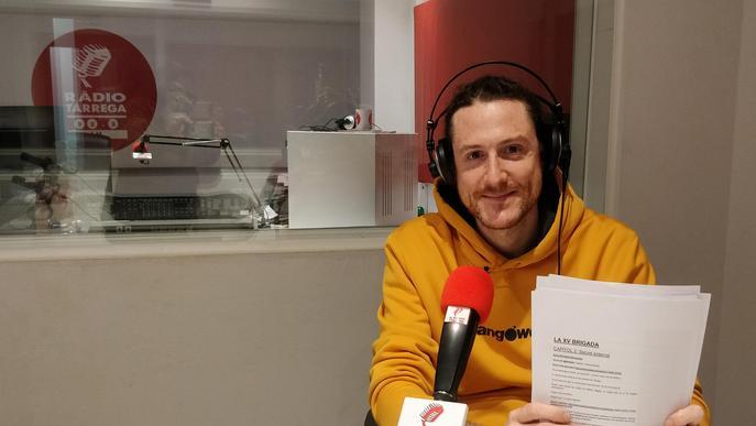 Miquel Ramon als estudis de Ràdio Tàrrega enregistrant el podcast
