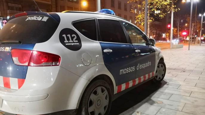 Detingut per agredir amb una pedra un home a Lleida per robar-li el telèfon mòbil