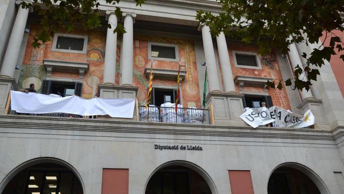La Diputació treu la pancarta de suport als presos i en col·loca una blanc