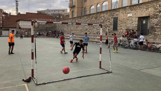 Tàrrega obre els patis de les escoles a l'estiu per promoure l'esport