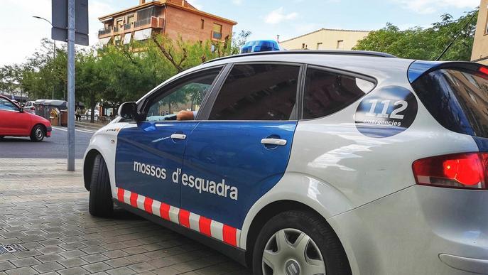 Els Mossos d'Esquadra detenen un home que acabava de robar a l'interior d'onze vehicles a Lleida
