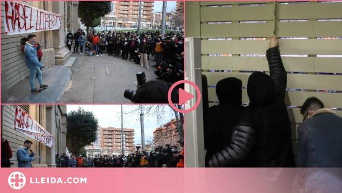 ⏯️ Manifestació en suport a Pablo Hasél davant del Rectorat, on s'ha tancat per evitar el seu empresonament
