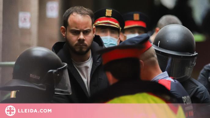 Hasel declara des de la presó acusat d'odi i discriminació per cremar una bandera espanyola