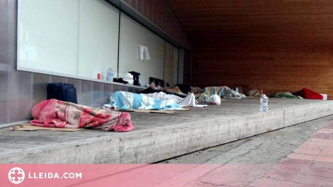 """Denuncien la """"manca de previsió i de recursos"""" de la Paeria pels temporers que dormen al carrer"""