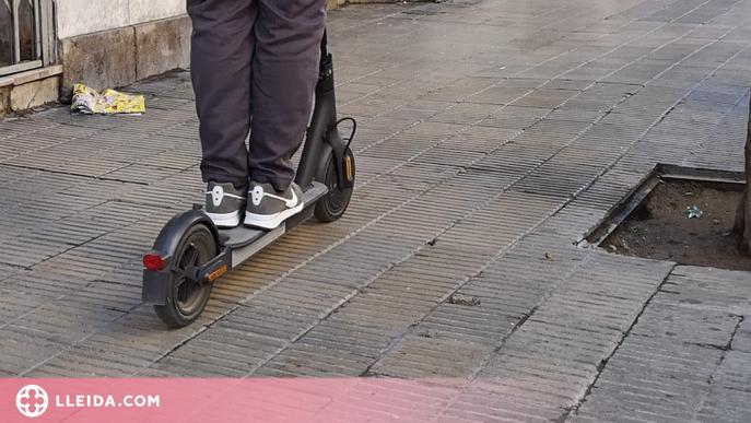 L'aturen per conduir un patinet sense casc i acaba detingut per dur marihuana i cocaïna a Lleida