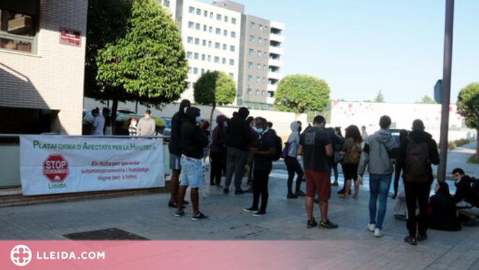 ⏯️ La PAH intenta aturar el desallotjament de 12 famílies a la Bordeta