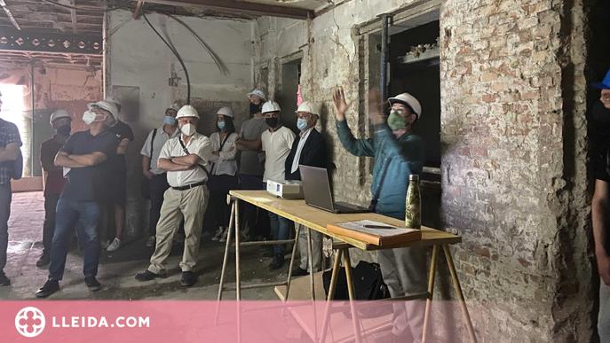 Una quarantena d'arquitectes visiten un edifici en rehabilitació del Centre Històric de Lleida