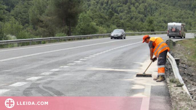 ⏯️ Dos morts i un ferit greu en una col·lisió entre tres turismes i un autobús a l'Alt Urgell