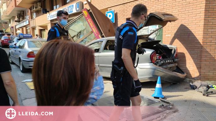 Condueix begut i drogat i, en fugir de la Urbana, destrossa un quiosc de l'ONCE a Lleida
