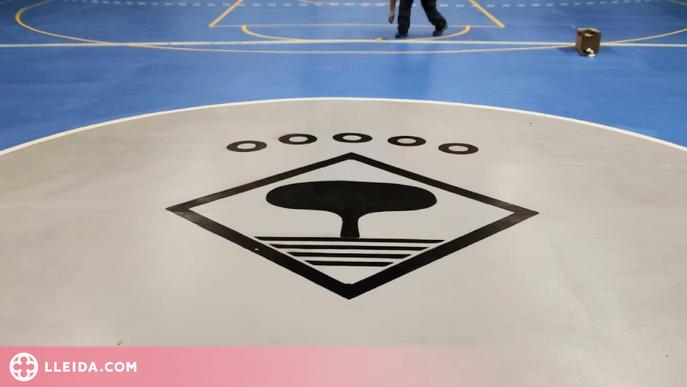 Alcarràs renova les pistes del pavelló polivalent i del poliesportiu municipal