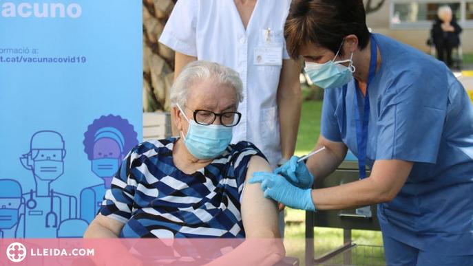 Més de 31.000 persones han rebut una tercera dosi de la vacuna a Catalunya