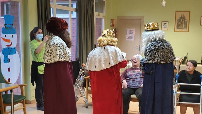 Els Reis Mags porten les vacunes de la Covid-19 al Palau d'Anglesola