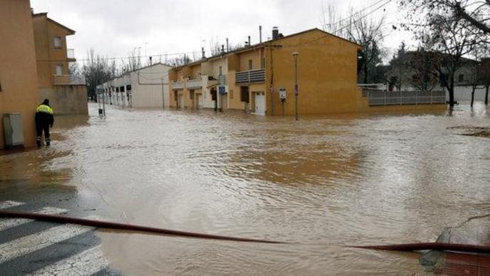 El temporal Glòria s'allunya desbordant el riu Sió al seu pas per Agramunt