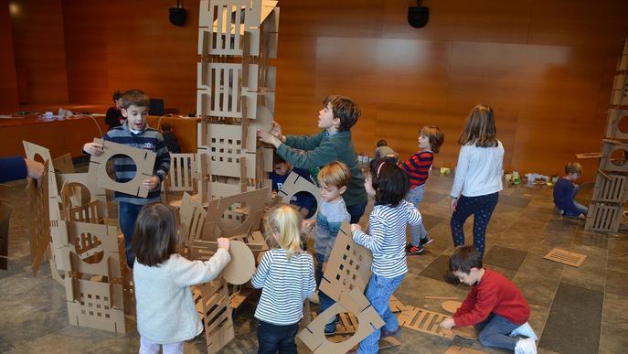 """Un centenar d'infants """"planten llavors"""" per sembrar arquitectura"""
